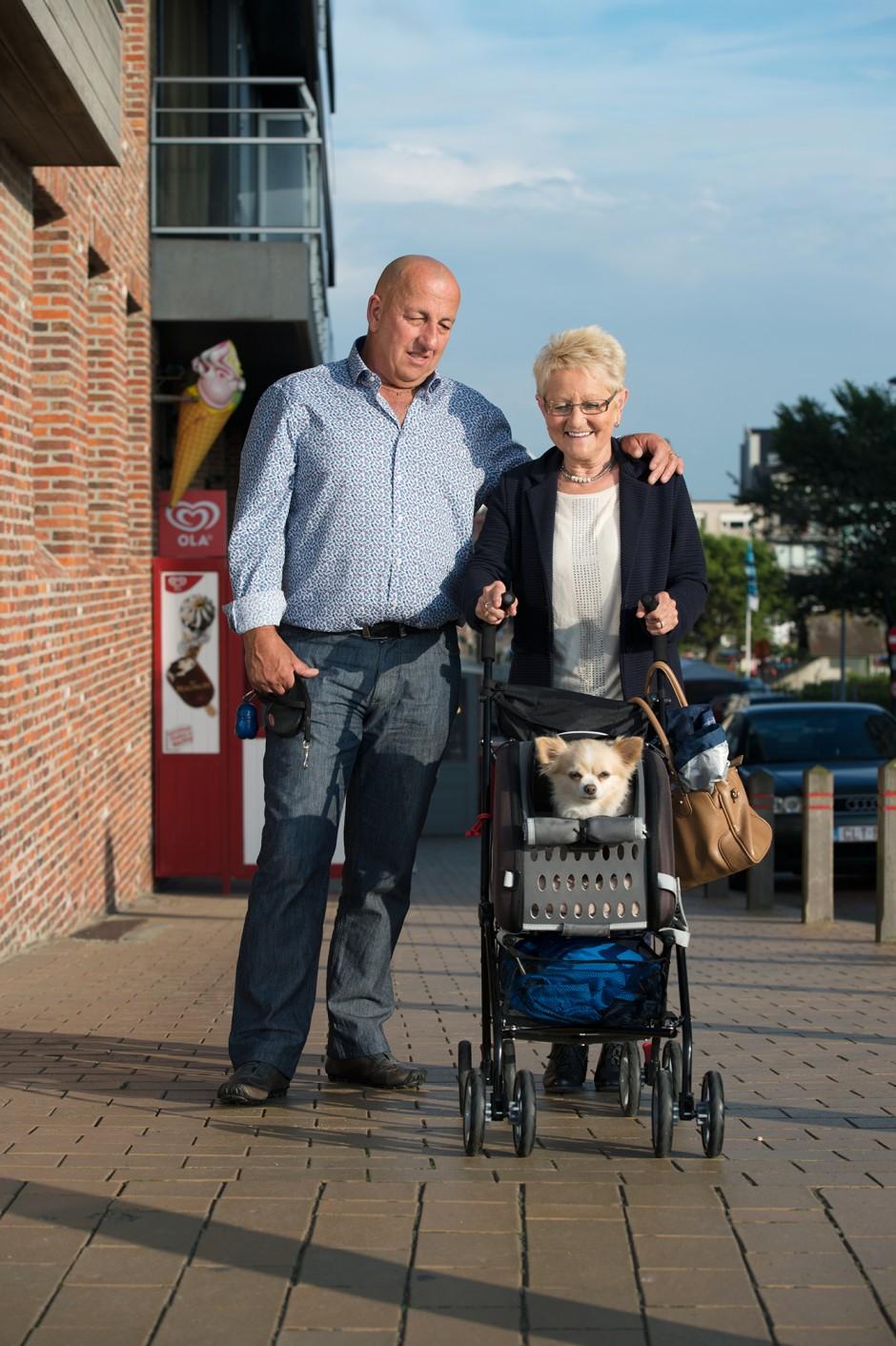 Honden, buggy's en baasjes aan de Belgische kust